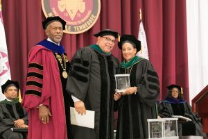 Dr. Kenneth Williams receives the Distinguished Physician Award.